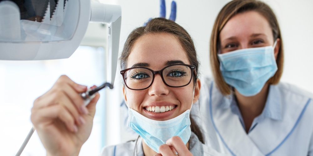 how-to-become-a-dental-associate